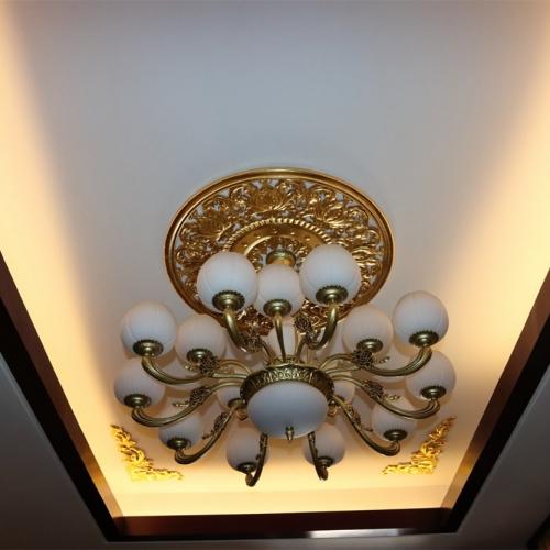 吊顶灯饰金箔